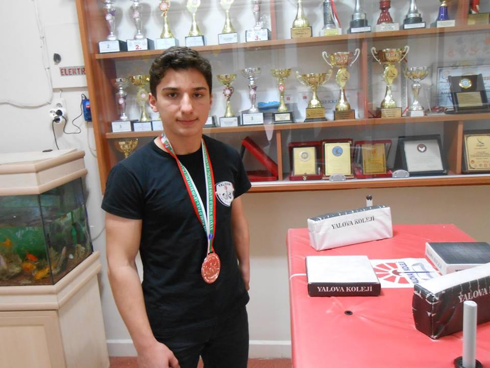 Bilek Güreşi Dünya Şampiyonasında 3.lük Kazanan Öğrencimiz