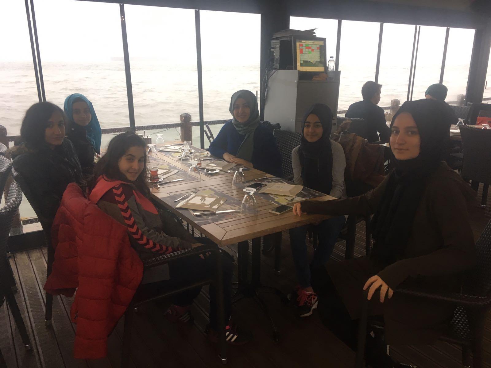 Okulumuz 9/A Sınıfı İzmit iline bir gezi düzenledi.