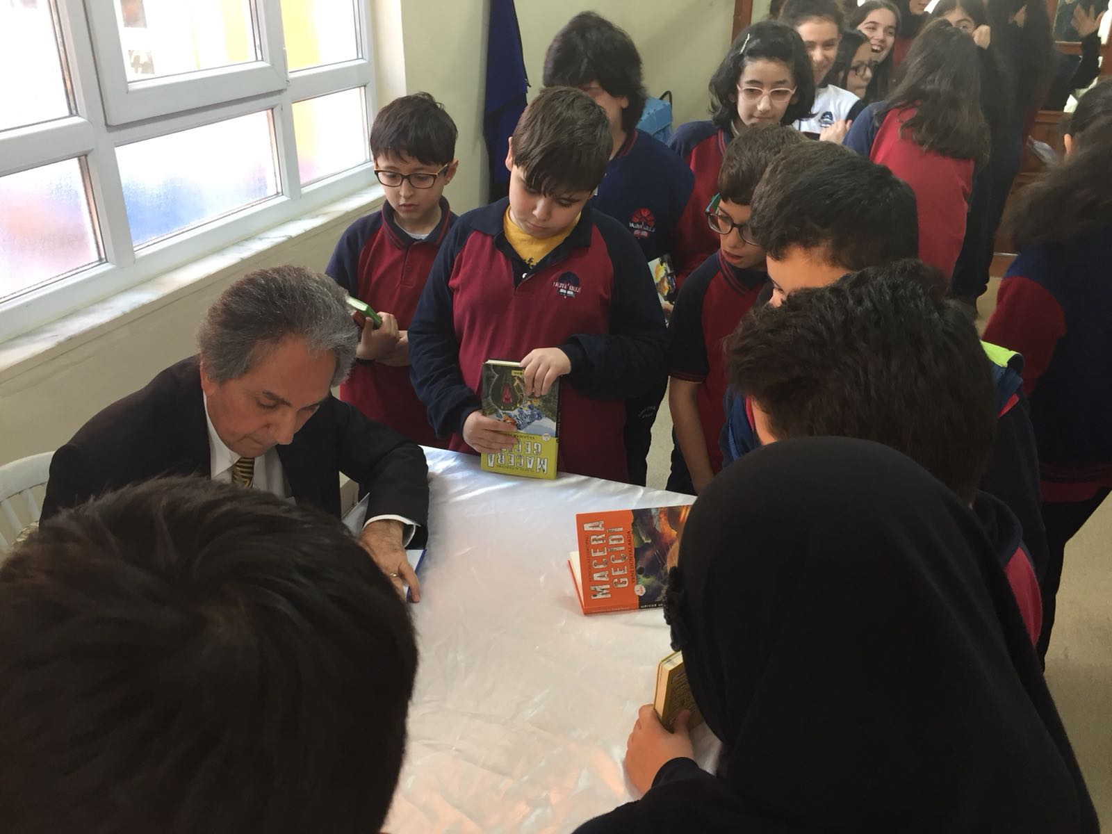 Psikolog Yazar Tuncel Altınköprü okulumuza konuk oldu.