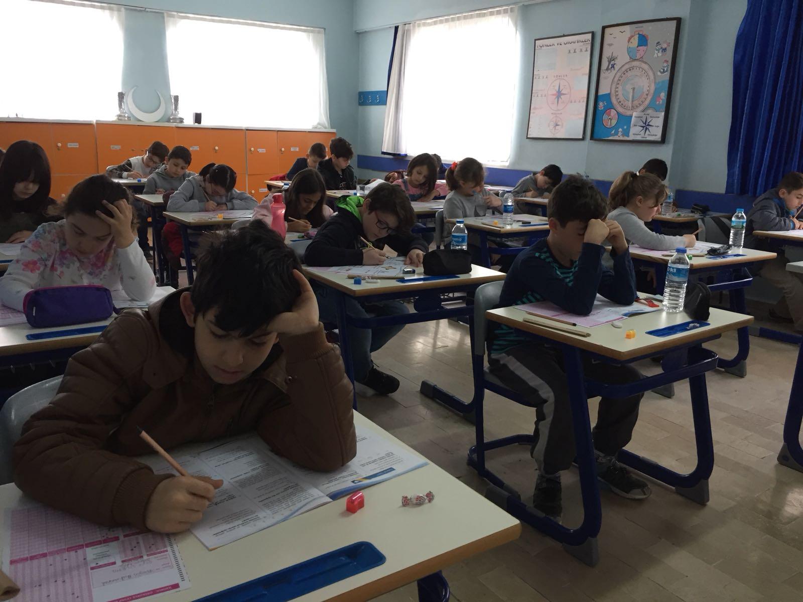 Bursluluk Sınavımızı heyecan ve yoğun bir katılımla gerçekleştirdik.