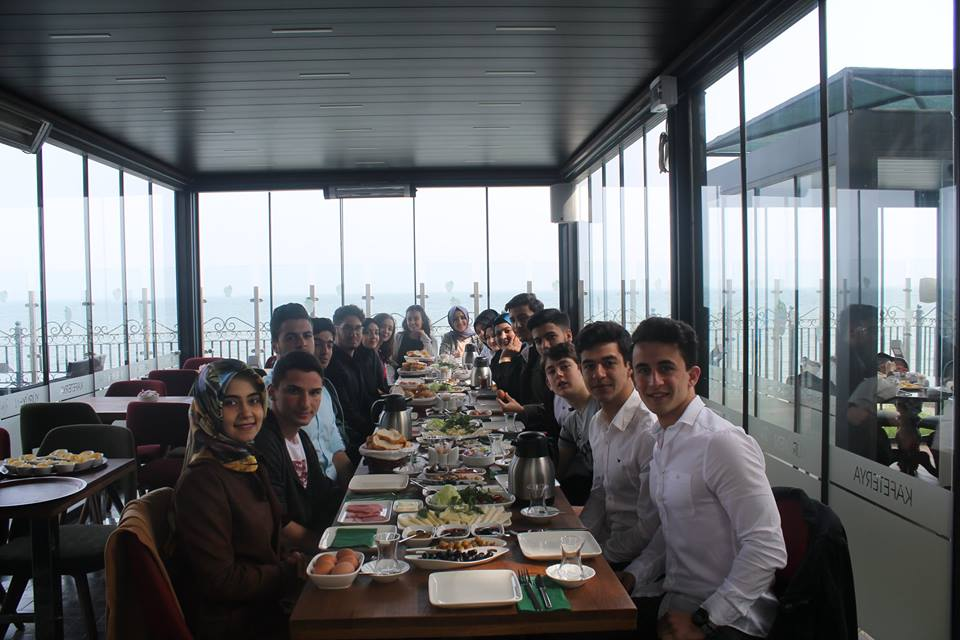 12. Sınıf Öğrencilerimiz Kahvaltıda buluştu.
